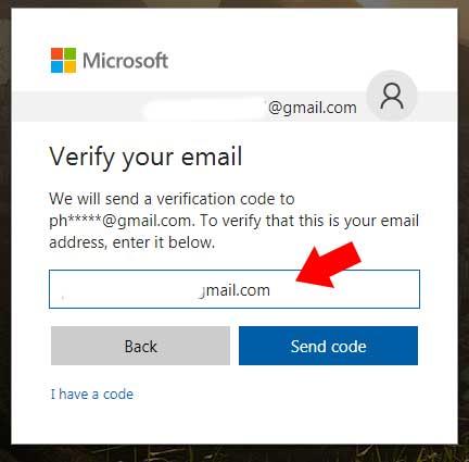Nhập email xác thực Skype